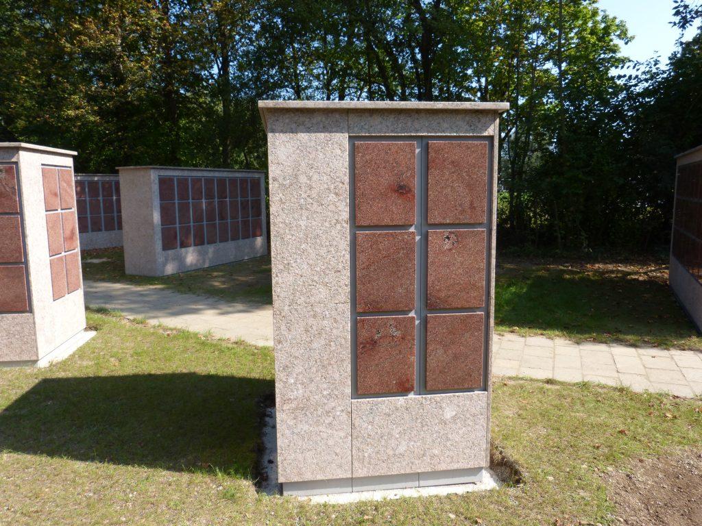 Urnenstele Granit